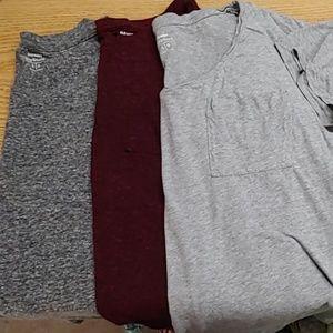 "Lot 3 Old Navy ""boyfriend"" T-shirts large"